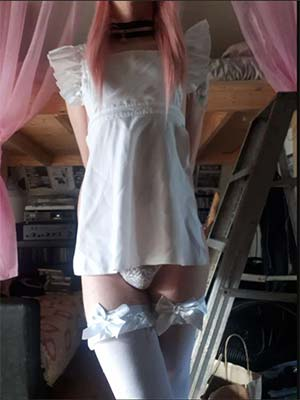 Ladyboy maid offering her services in LA CA